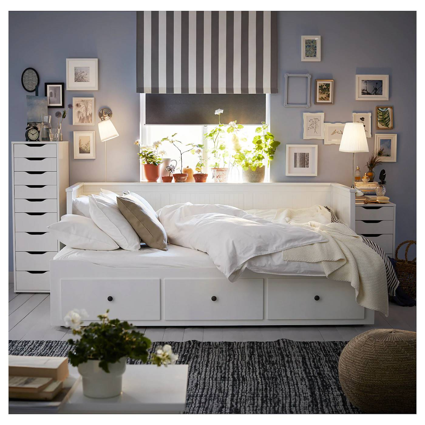 hemnes-daybed-frame-with-3-drawers_ikea. El diván Hemnes