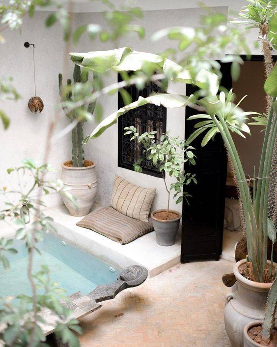patio interior con piscina - pinterest. O un patio con piscina