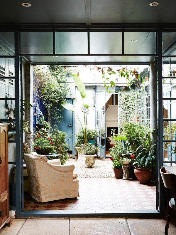 Patios de interior - The Design Files   Australia's most popular design blog . Conectando zonas de la casa