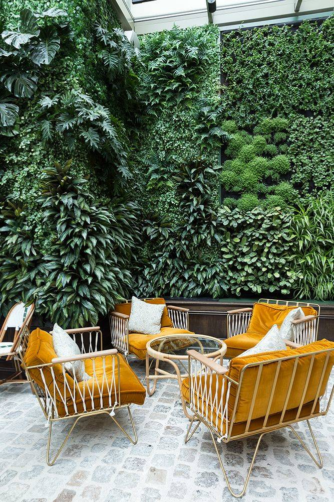The Chicest Hotel Bars in Paris   SUITCASE Magazine. Entre jardínes verticales