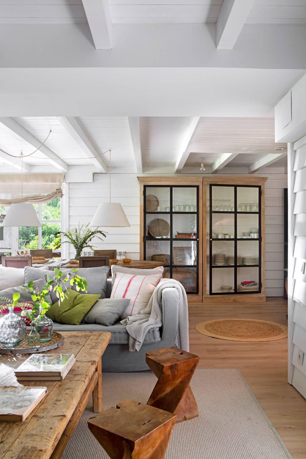 salones-blancos-madera-00508541 O. Y que combina bien con la madera
