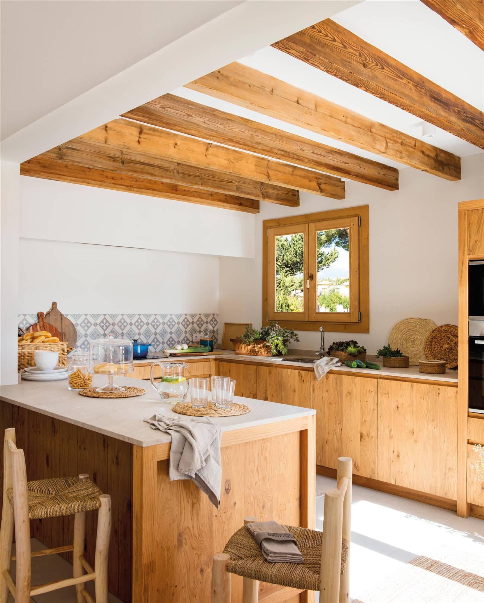 Cocina con puertas de madera en muebles 00508440. Muebles de cocina con puertas de madera