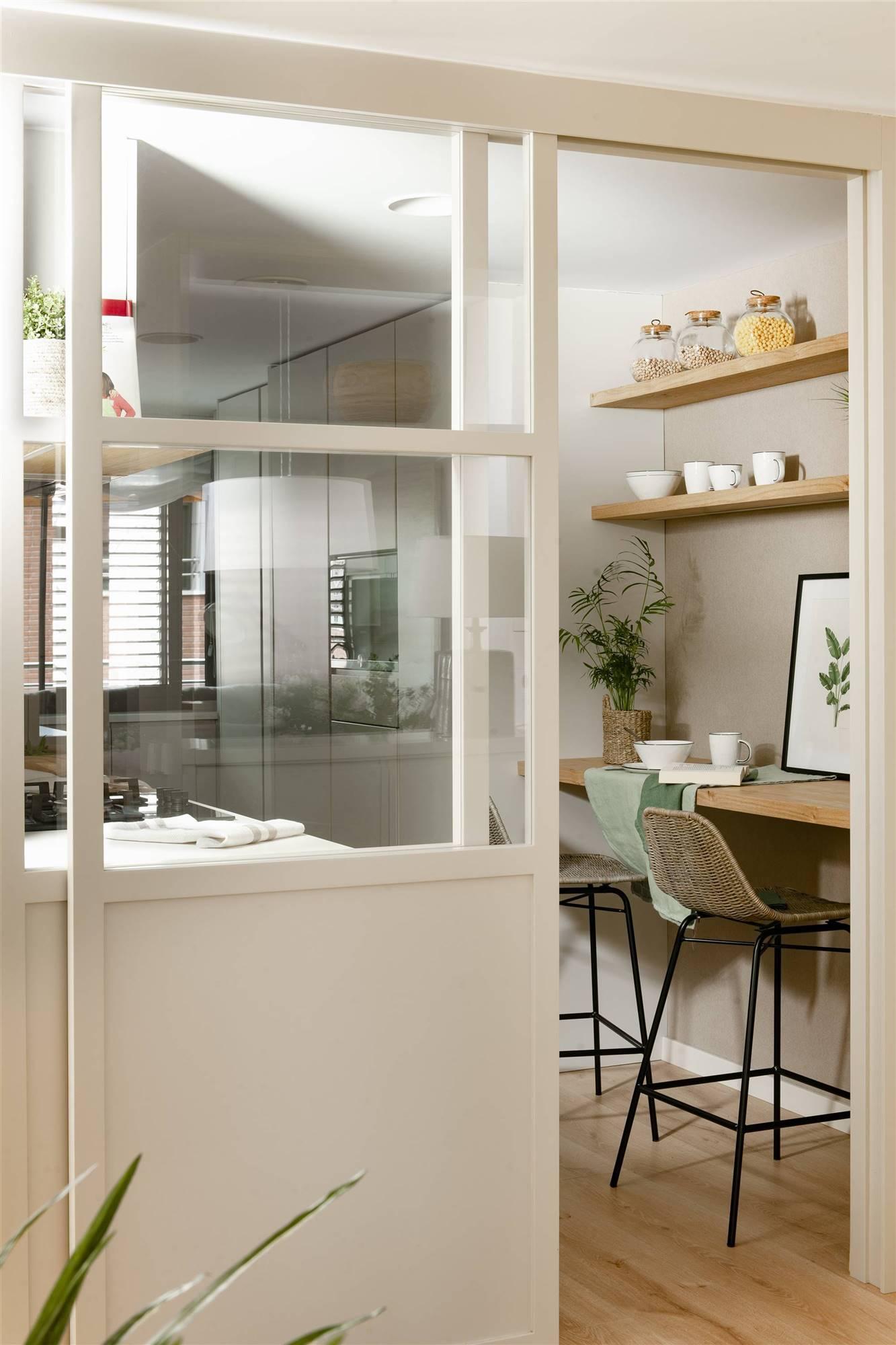 office pequeño con puerta corredera 00521335. Cocinas blancas con elementos industriales