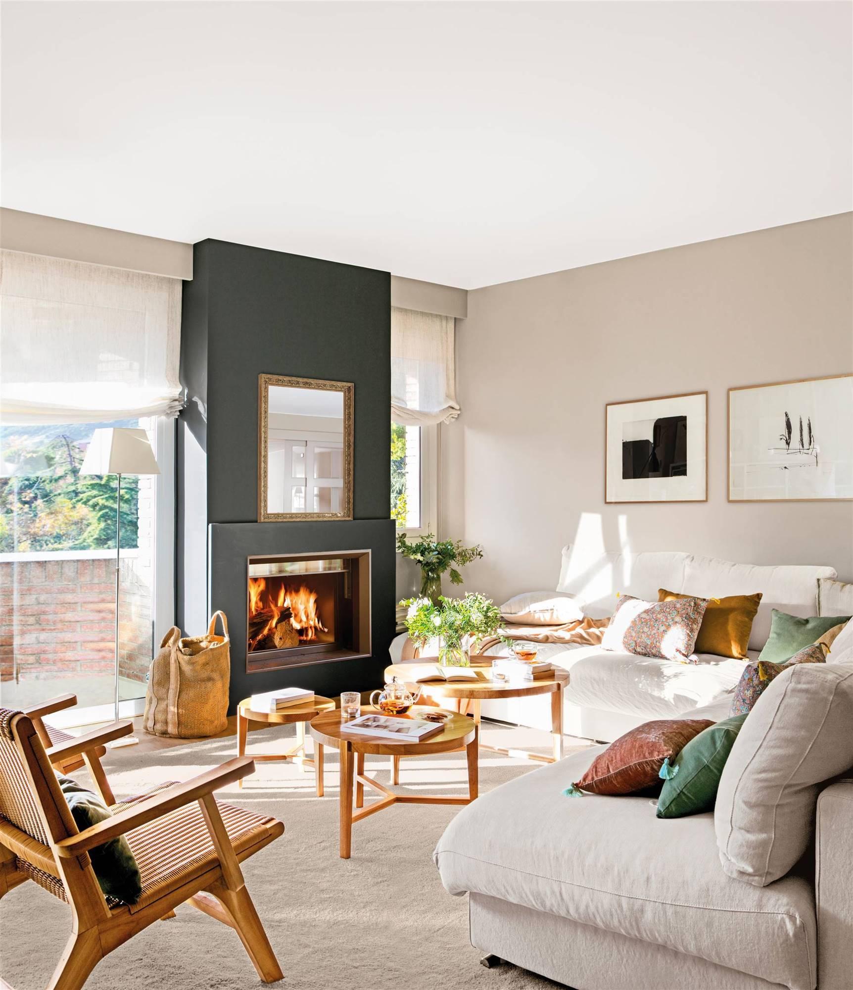 salon-gris-con-sofa-blanco-y-chimenea-00519620. El gris en paredes será el new black