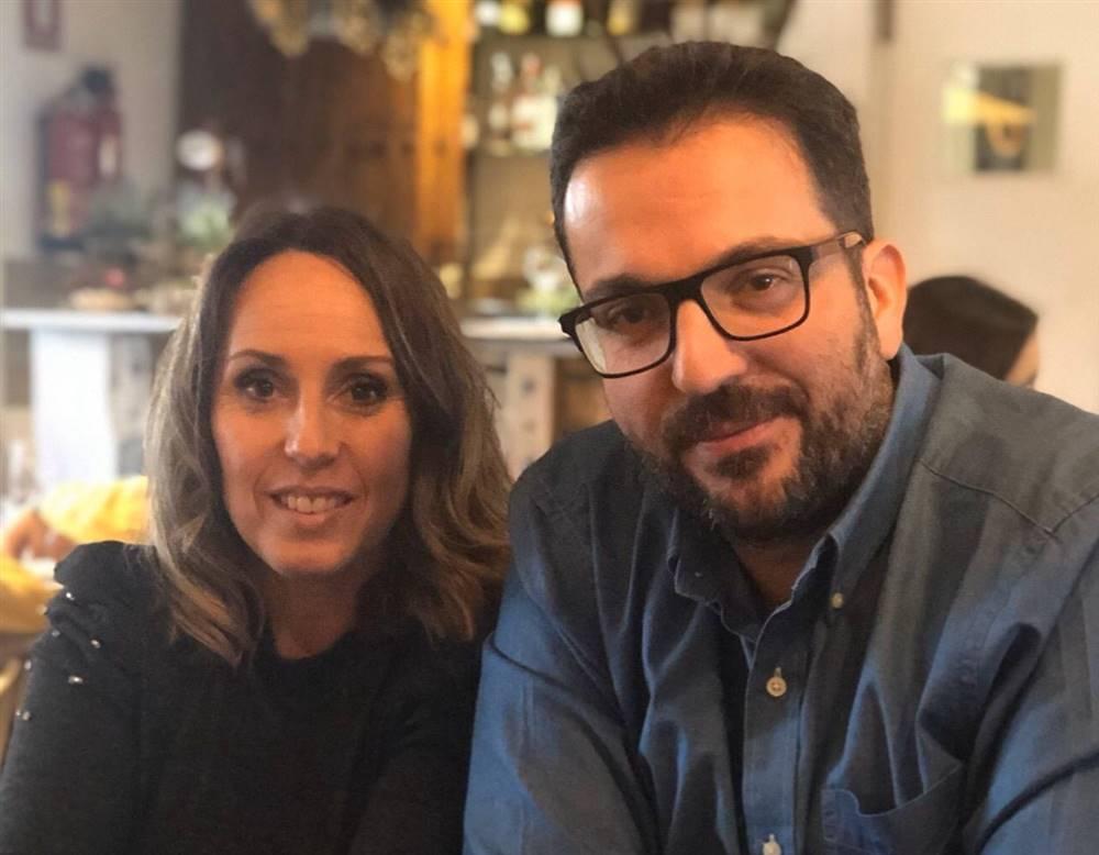 La lectora Carmen Pérez con su marido